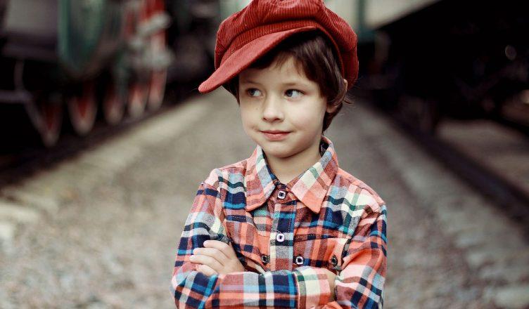 dziecko chłopiec w czapce